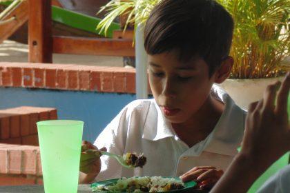 Programa de Alimentacion Escolar en la Unidad Educativa Santa Rita